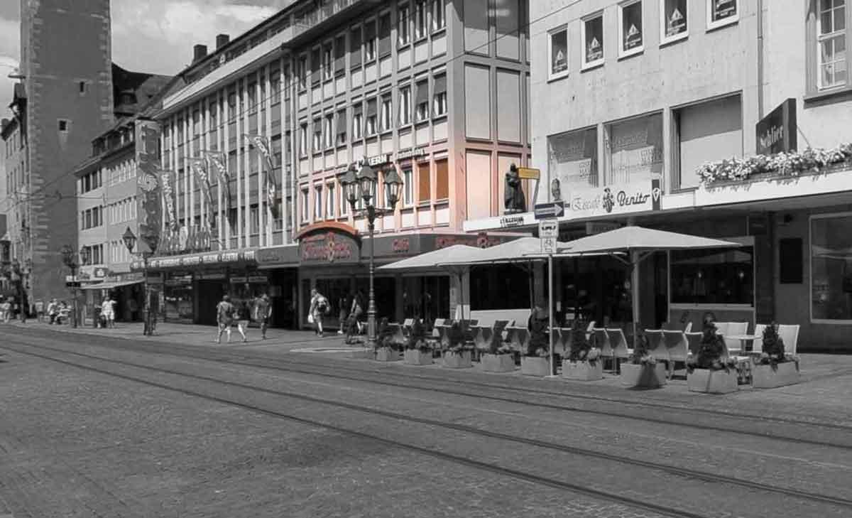 Straßenbild der Lage der Zahnarztpraxis Dr. Kuhmann in Würzburg, Domstraße 7